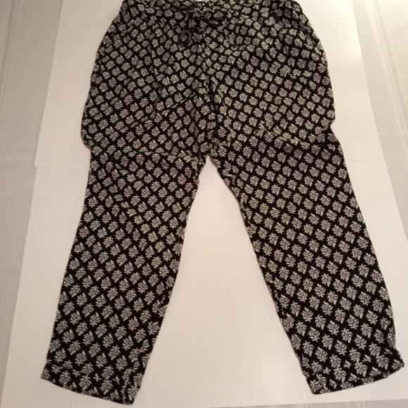 Old Navy Pants - LOUNGE WEAR~LITE-WEIGHT~CROPPED.~LARGE~